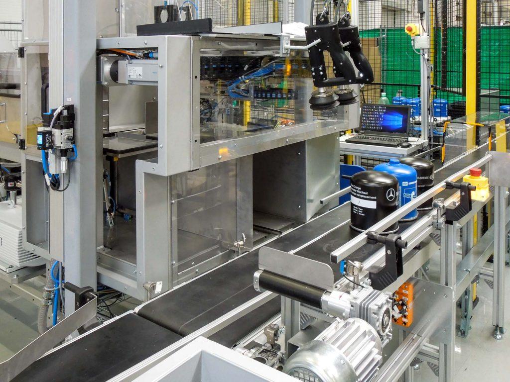 Stroj na balení filtrů